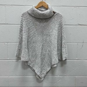 NEW Roots Ladies White and Black Poncho